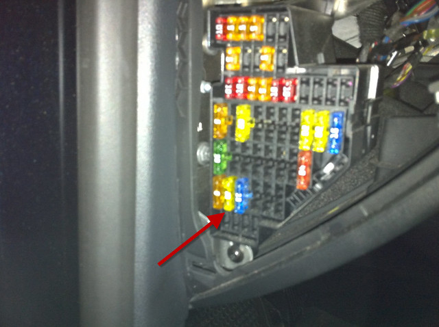 vw 2007 b6 passat driver side fuse panel