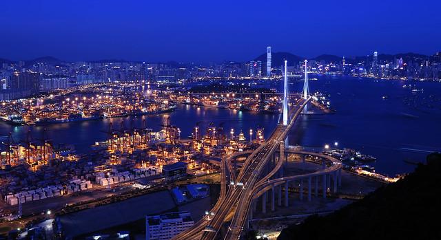Вид на ночной порт