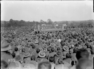 Soldiers watching a boxing match at the New Zealand Divisional Sports, Authie, 27 June 1918