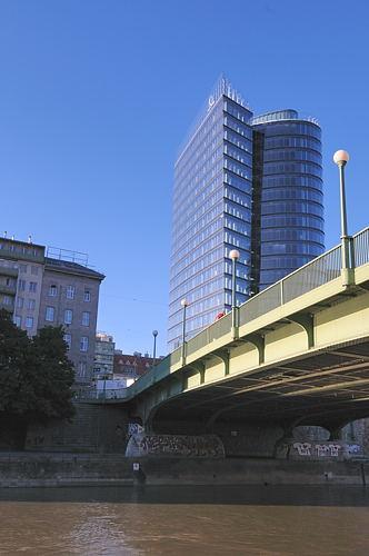 Wien - Vienna - City - Donaukanal - Uraniabruecke mit Hochhaus