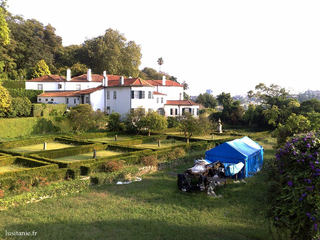 Magnifique propriété au Campo do Rou, qui mélange ainsi la bourgeoisie avec le peuple, pour ainsi dire. C'est un coin de paradis.