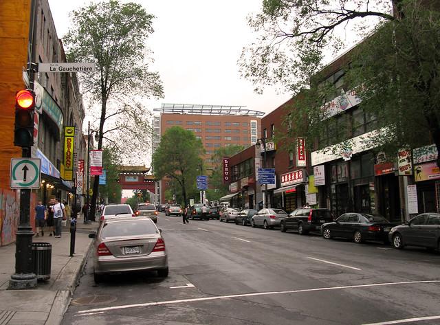 2008 07 13 5833 montr al boulevard saint laurent fro for Boutique meuble rue st laurent montreal