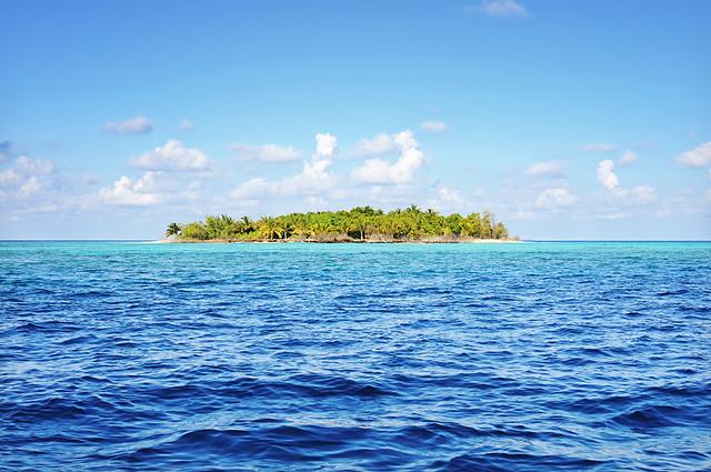 Deserted Tropical Island: Photo