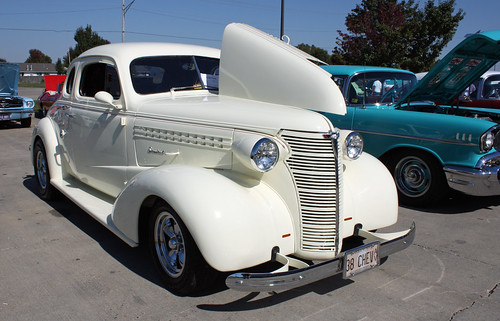 1938 Chevrolet Master Deluxe Business Coupe Street Rod (2 of 8)