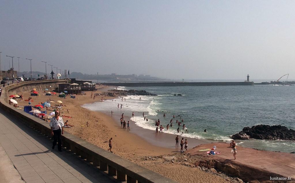 Une petite plage de Porto. Ces plages sont loin d'égaler la qualité des grandes plages de la région, mais ont le mérite d'exister en pleine ville!