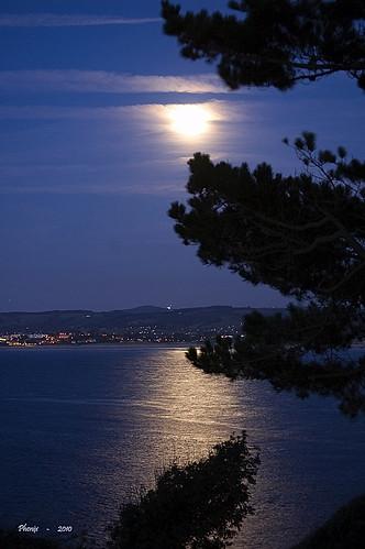 paisajes naturaleza nikon nikond50 luna nocturna nocturnas siluetas santander cantabria reflejos mares oceanos marcantabrico palaciodelamagdalena bahiadesantander rinconesdecantabria costacantabrica costadecantabria phenixcantabria
