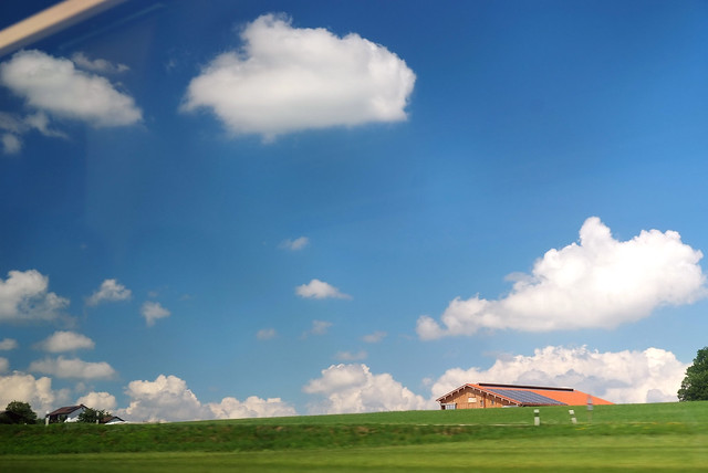 salzburg-蓝天白云+太阳房子