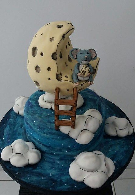 Mouse on the Moon Cake by Alexandra Rivas of Alexcakes