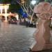 Escultura del parque de noche