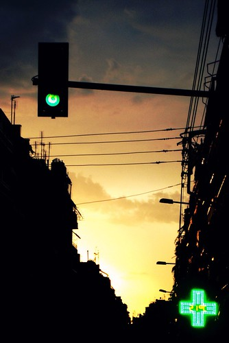 light sunset sky clouds buildings trafficlight cross thessaloniki greenlight greencross urbansunset θεσσαλονίκη