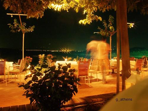 trees light lake night view fast athens greece tables waiter λίμνη marathonas fragma βράδυ φώτα θεα δένδρα φράγμα τραπέζια μαραθώνα σερβιτόροσ γρήγοροσ