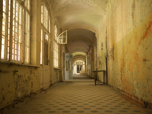 Beelitz Heilstatten Interior - Flickr: davidrush