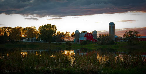 autumn light sunset reflection fall minnesota barn glow farm silo chisago