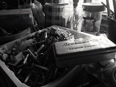 La boîte à accessoires   Dans un garage de Saint Quentin quelque part rue d'Amiens