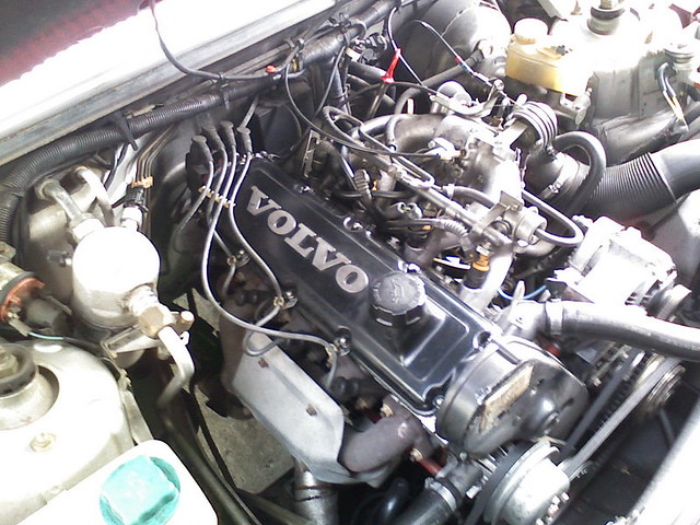Volvo B230F 2.3 liter engine from a 740 | Flickr - Photo ...