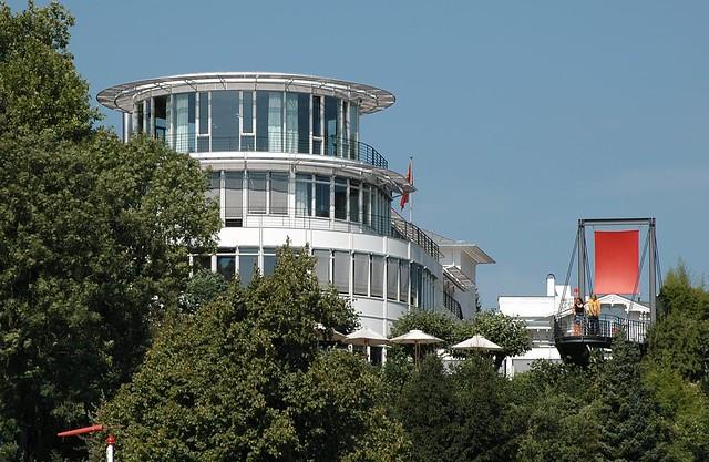 0045 moderne architektur an der elbchausssee restaurant for Moderne architektur hamburg
