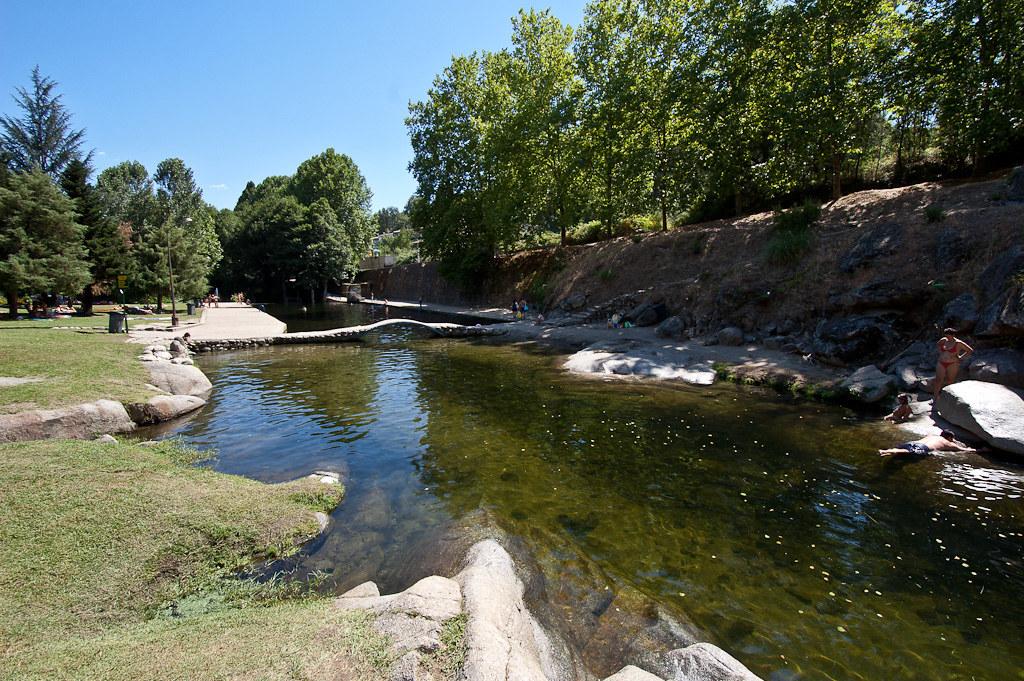 Piscina natural del rio arenal en arenas de san pedro for Piscinas naturales rio malo