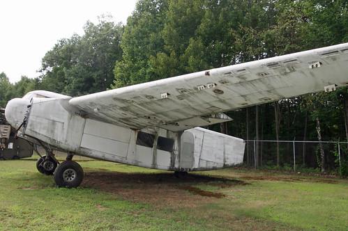 freighter bdl cargoplane neam newenglandairmuseum kbdl cfbel burnellicby3loadmaster n17n canadiancarandfoundary