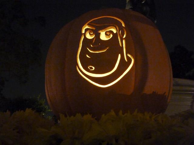 Buzz lightyear pumpkin carving at disneyland flickr for Buzz lightyear pumpkin template