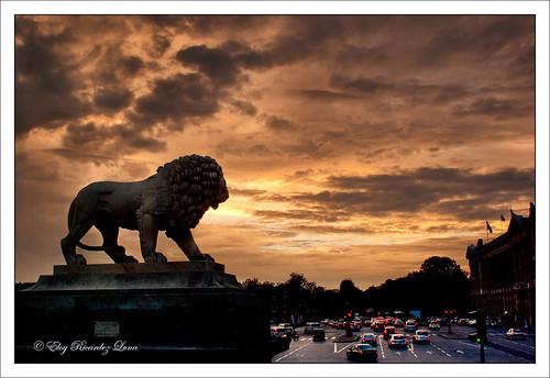 sunset sky paris france cars statue clouds atardecer golden twilight pentax lion ciel leon cielo hour nubes autos nuages estatua francia goldenhour placedelaconcorde voitures dorado oro doré crillon k10d horadorada heuredorée f3330a159bb34bac9e7a479e6df4e502 gettyimagesfranceq1