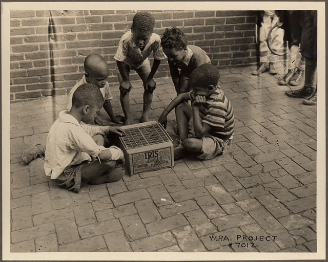 Boys playing checkers, Baltimore, ca. 1935