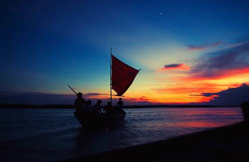 sunset river boat sail bangladesh boatman padma riverscape pantax k200d