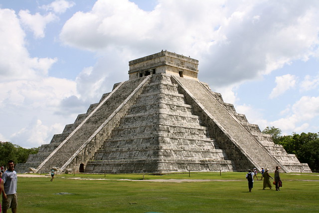 Kukulcan - a combination of Mayan and Aztec architecture ...