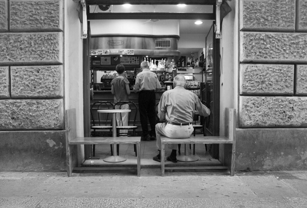 bar con posti a sedere