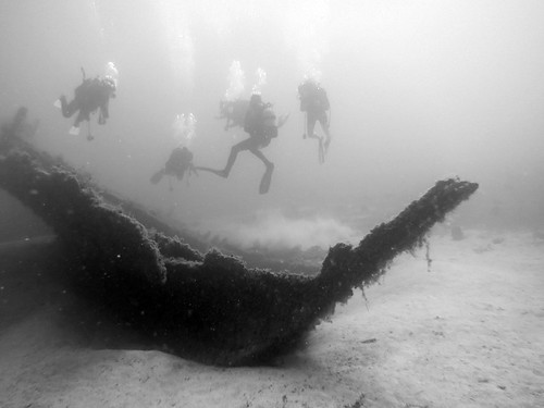 wreck and divers