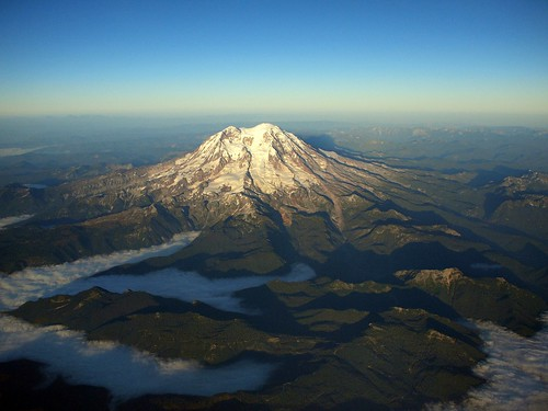 sky volcano flight peak mtrainier
