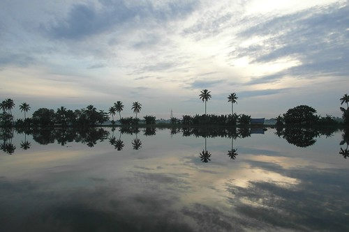 blue sky sun india reflection water sunrise reflecting kerala backwaters alappuzha tripleniceshot