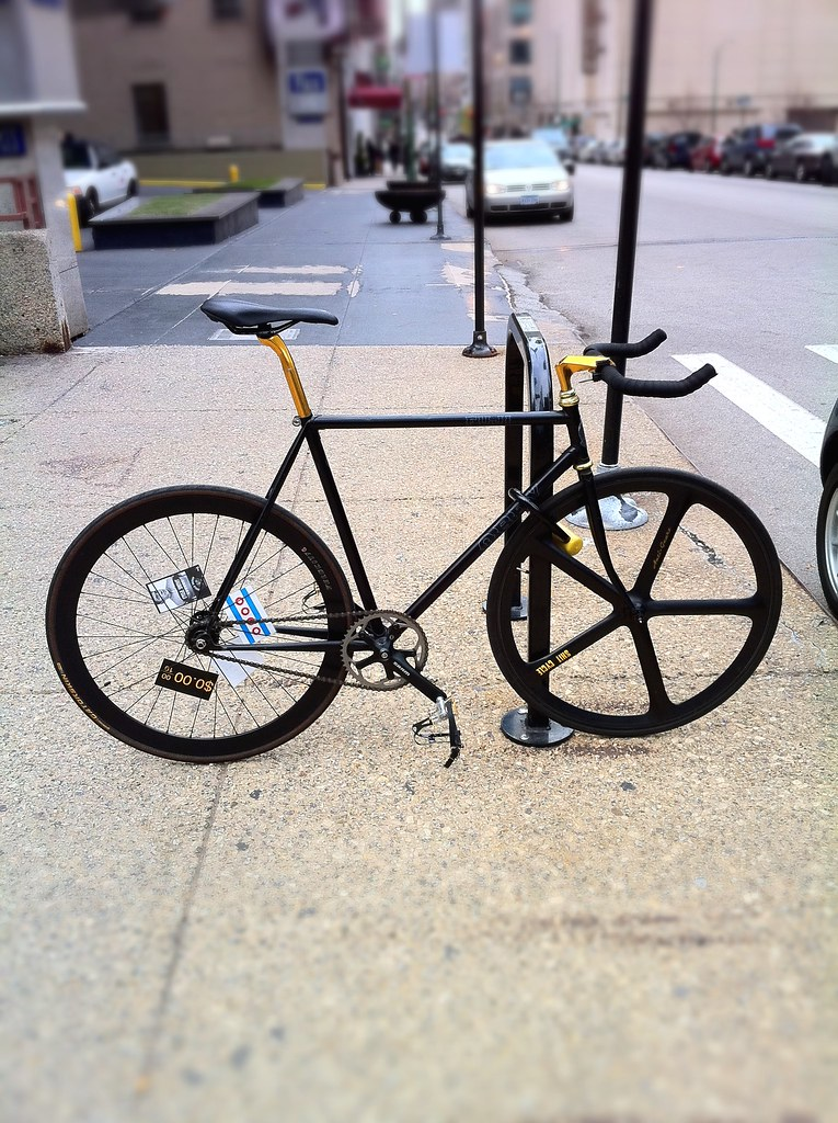 Fiji Obey fixed gear spotted downtown Chicago.