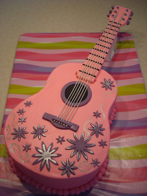 Daylee s pink guitar cake Flickr - Photo Sharing!