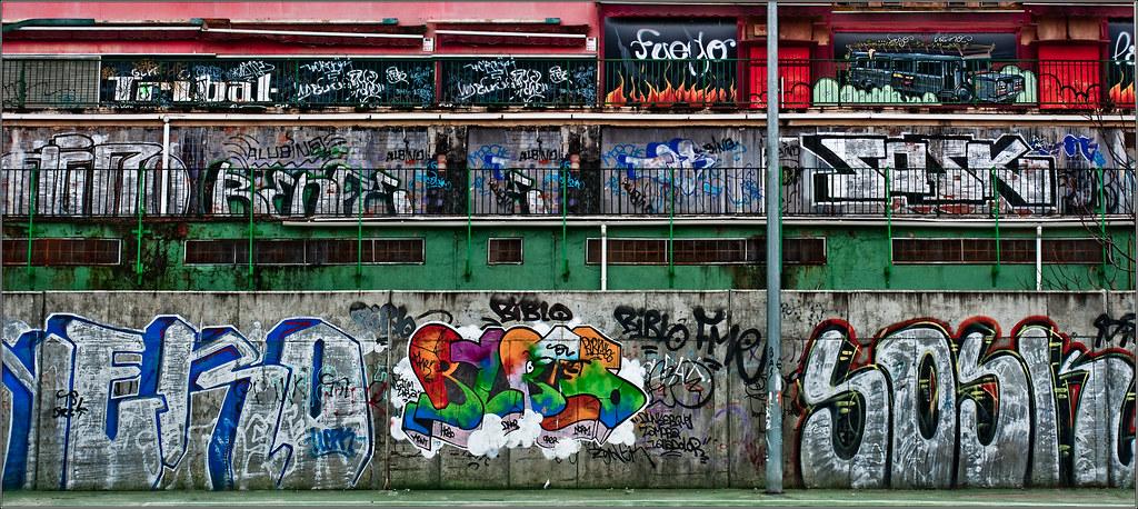 Graffitis en la ribera del Pisuerga.