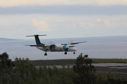 Bombardier Dash 8 approaching Horta 170615_331