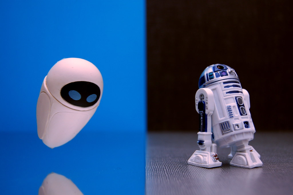 EVE vs. R2-D2 (207/365)