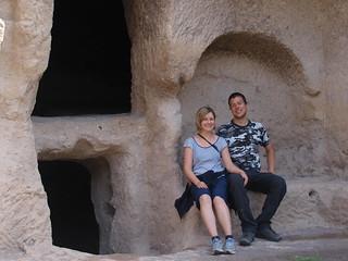 Vor einer Höhle in Wardzia