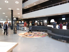 outlet store(0.0), food court(0.0), shopping mall(0.0), retail-store(0.0), building(1.0), interior design(1.0), design(1.0), lobby(1.0),