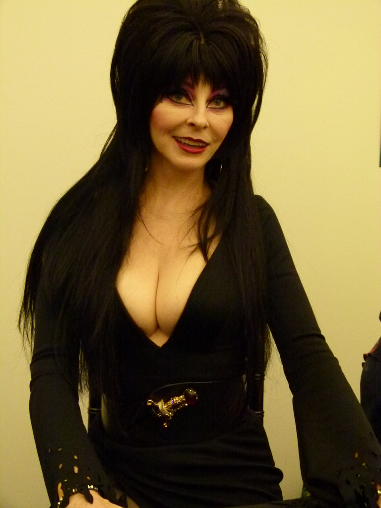 Elvira,Mistress Of The Dark(Cassandra Peterson) Comic-Con, Panasonic