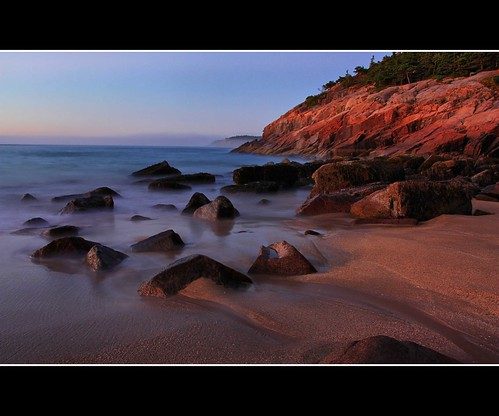 ocean beach sunrise dawn sand rocks maine atlantic mountdesertisland sandbeach acadianationalpark gulfofmaine parklooproad acadianp canonxsi