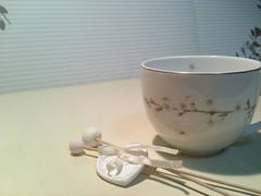 cup(1.0), bowl(1.0), tableware(1.0), saucer(1.0), coffee cup(1.0), ceramic(1.0), porcelain(1.0),