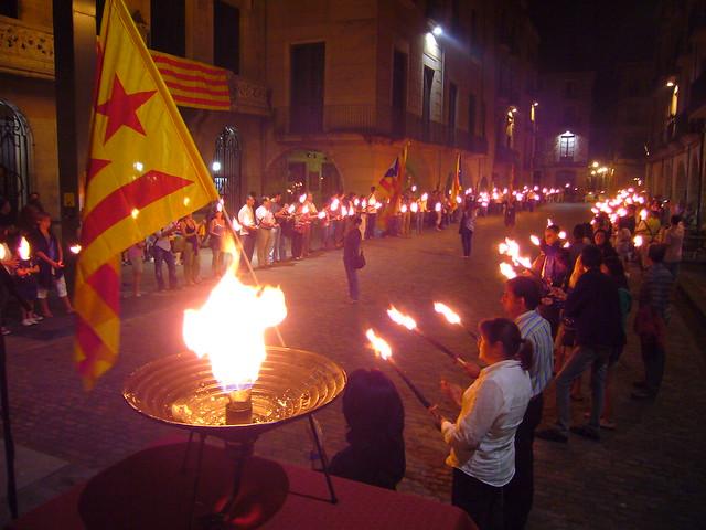 Marxa de torxes a Girona. Diada Nacional