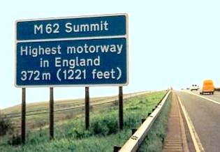 pic-m62-summit-sign