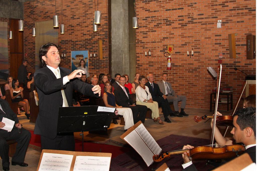 4987888665 70a952daa6 b Rosas de Ouro recebe show de orquestra comandada por Renato Misiuk