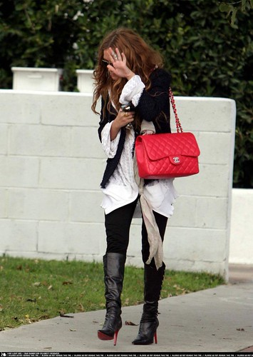 mary-kate olsen-chanel handbag