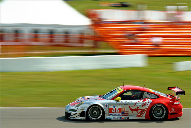 #45 Flying Lizard Porsche 911 GT3 RSR, Mosport