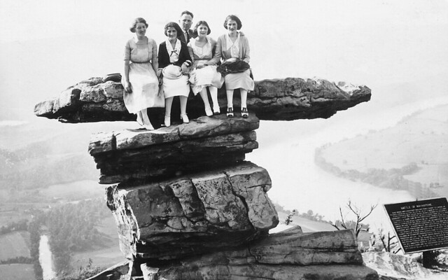 Jewish friends from Chattanooga and Atlanta on Umbrella Rock, Lookout Mountain, 1921