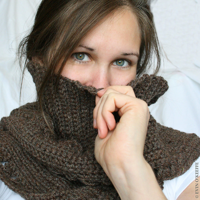 Cosy Cowl Scarf & Green Eyes