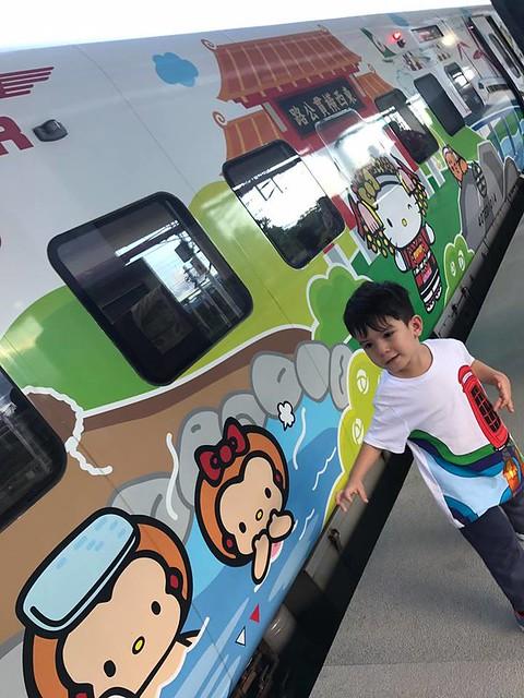 林佳蓉母子坐往花蓮火車 (2)
