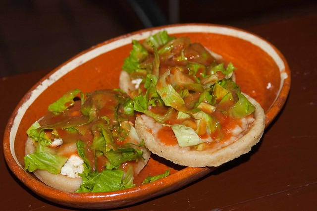 Sopes de requeson y frijolesSopes De Frijoles